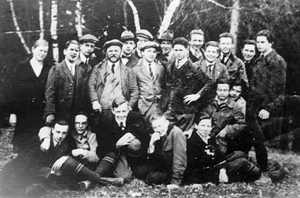 Photo young Eichmann and classmates.